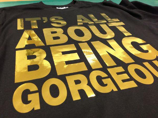 הדפס זהב על חולצה