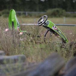 מכונית פדלים אקספלורר בשדה