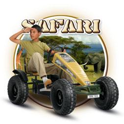 ילד רוכב על מכונית פדלים ספארי