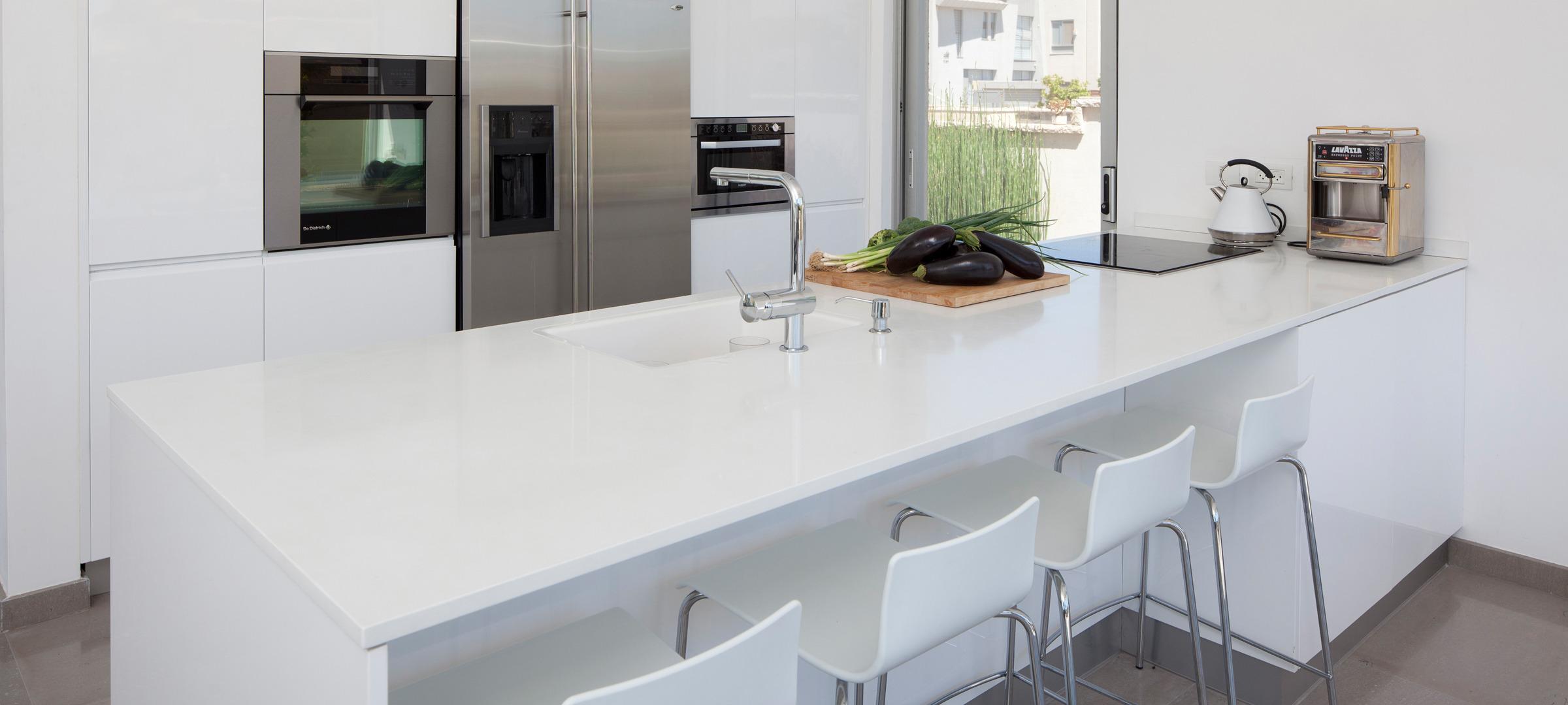 רק החוצה דלפק מטבח, משטח עבודה למטבח, דלפק למטבח | דני חפץ שיש למטבח PW-09