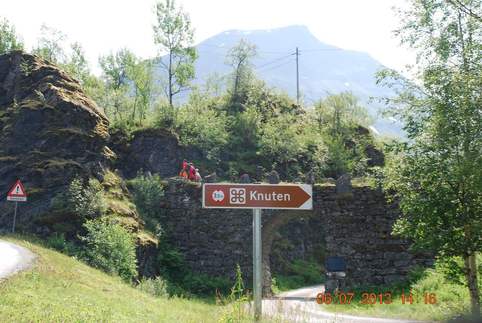שלט מקום הנקרא Knuten