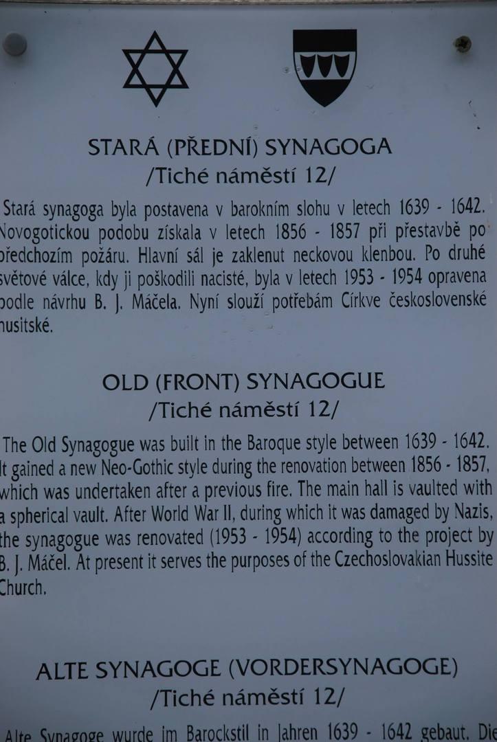 שלט הסבר על הרובה היהודי TŘEBÍČ