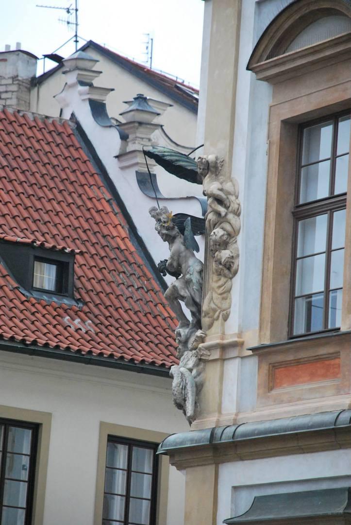 פסלו של המלאך מיכאל