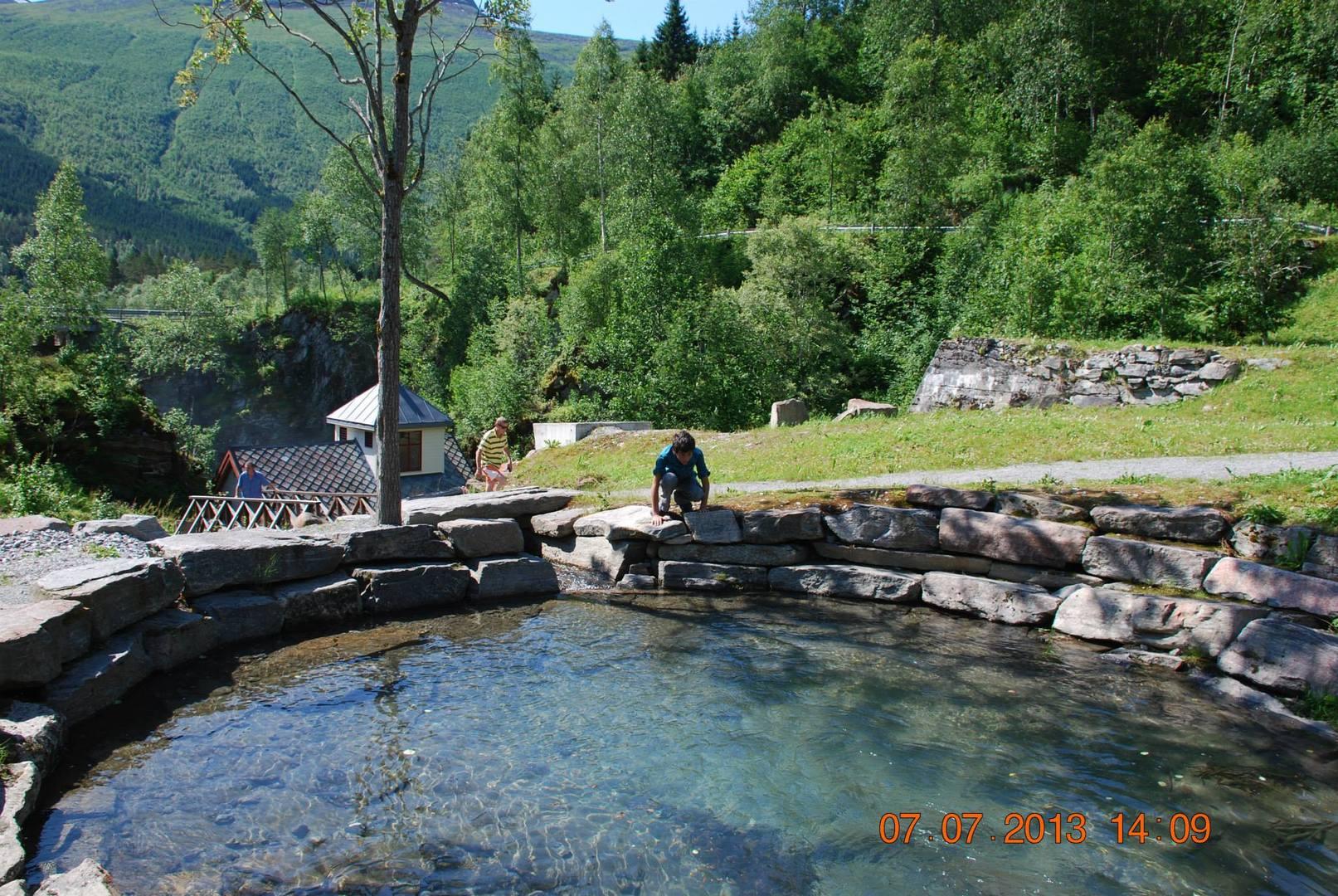 בריכת רחצה במי הנהר