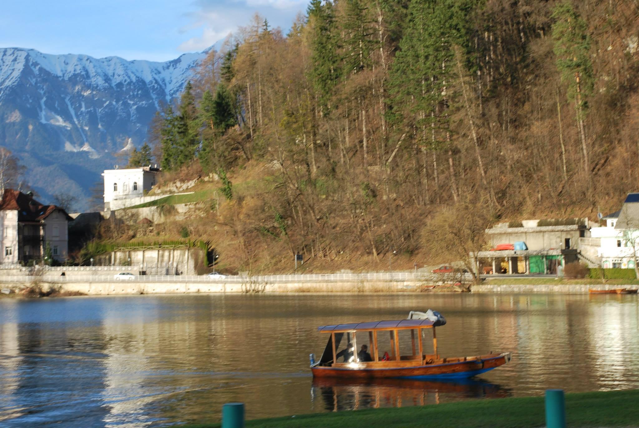 הסירה אל האי שעל אגם בלד