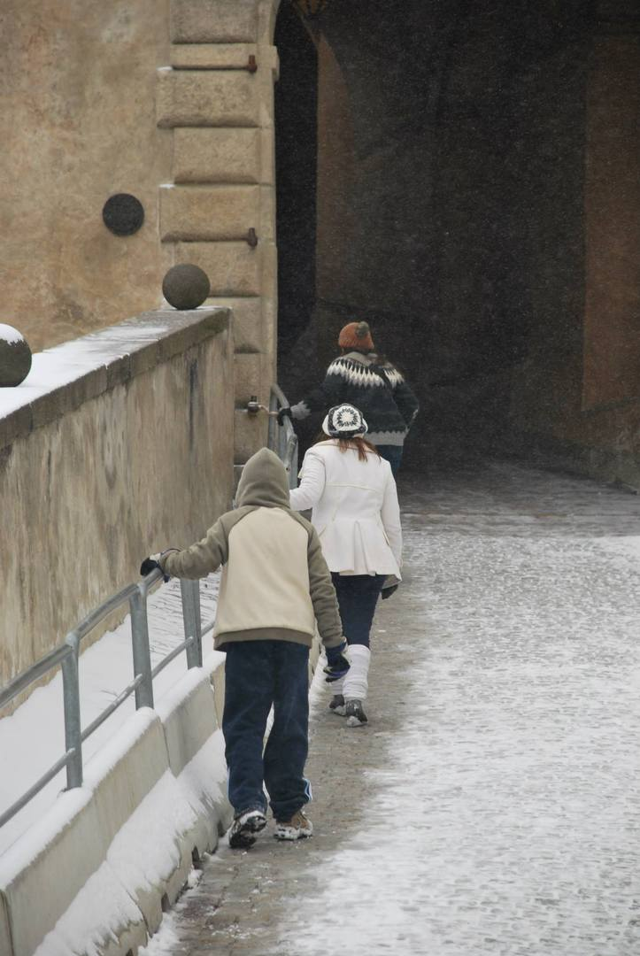 השלג הופך לקרח -הליכה על הקרח