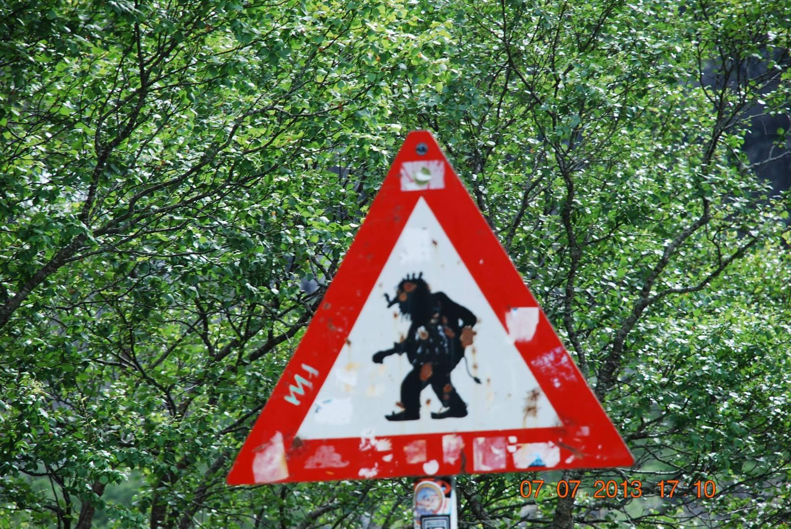תמרור האזהרה-זהירות טרולים בדרך!