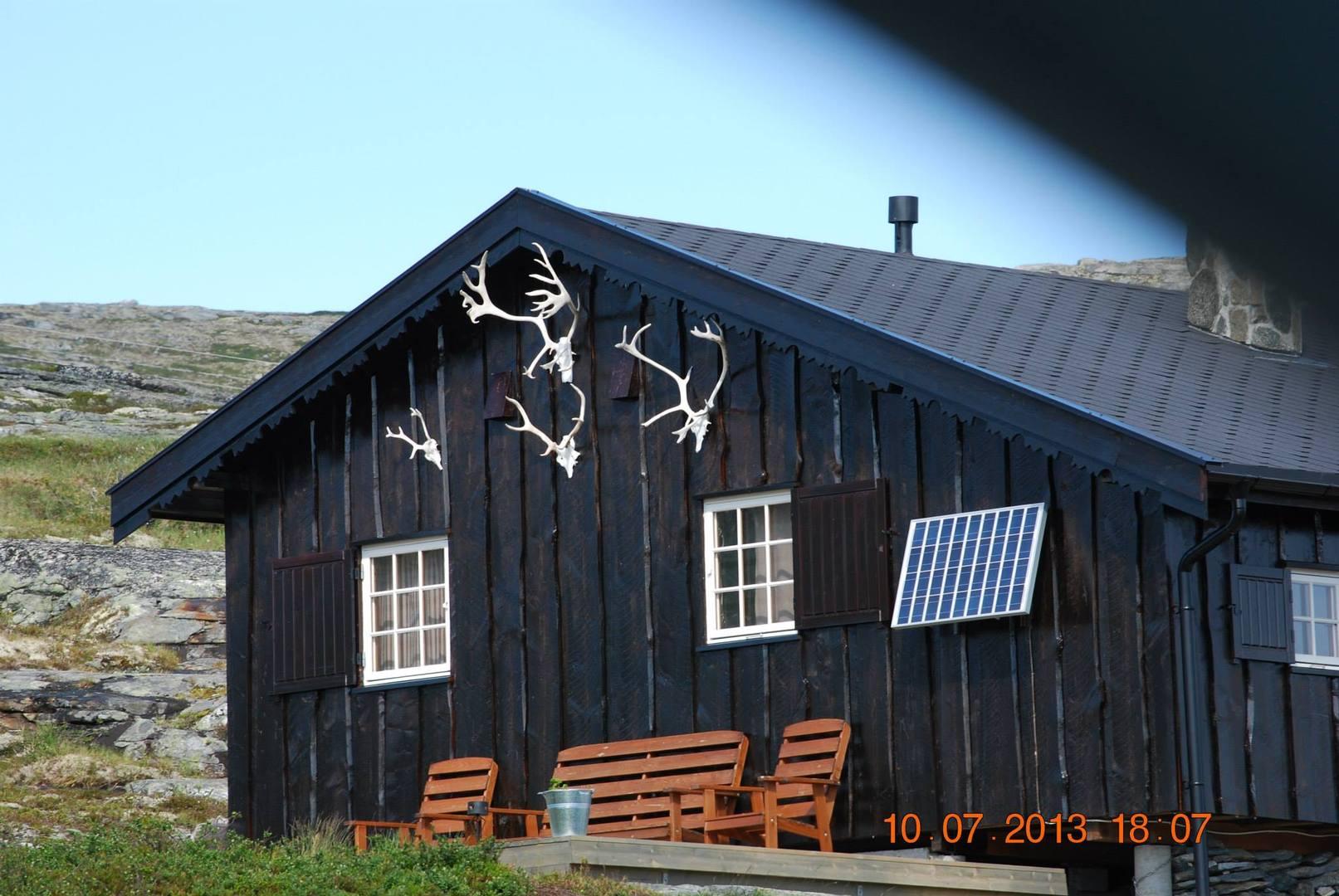 בקתת ציידים עטורה בקרני איילים