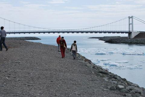 לגונת הקרחונים  Jökulsárlón-הגשר על הכביש הראשי