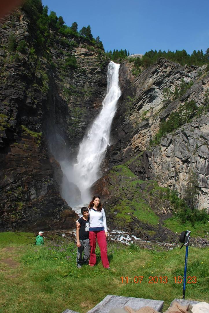 מפל Svøufallet אחד מהיפים של נורווגיה