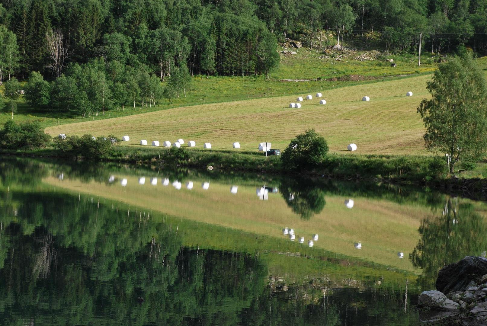 אגם Eidsvatnet וההשתקפויות הנפלאות