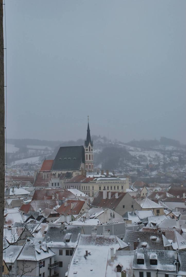 צ'סקי קרומלוב-גגות מכוסים שלג