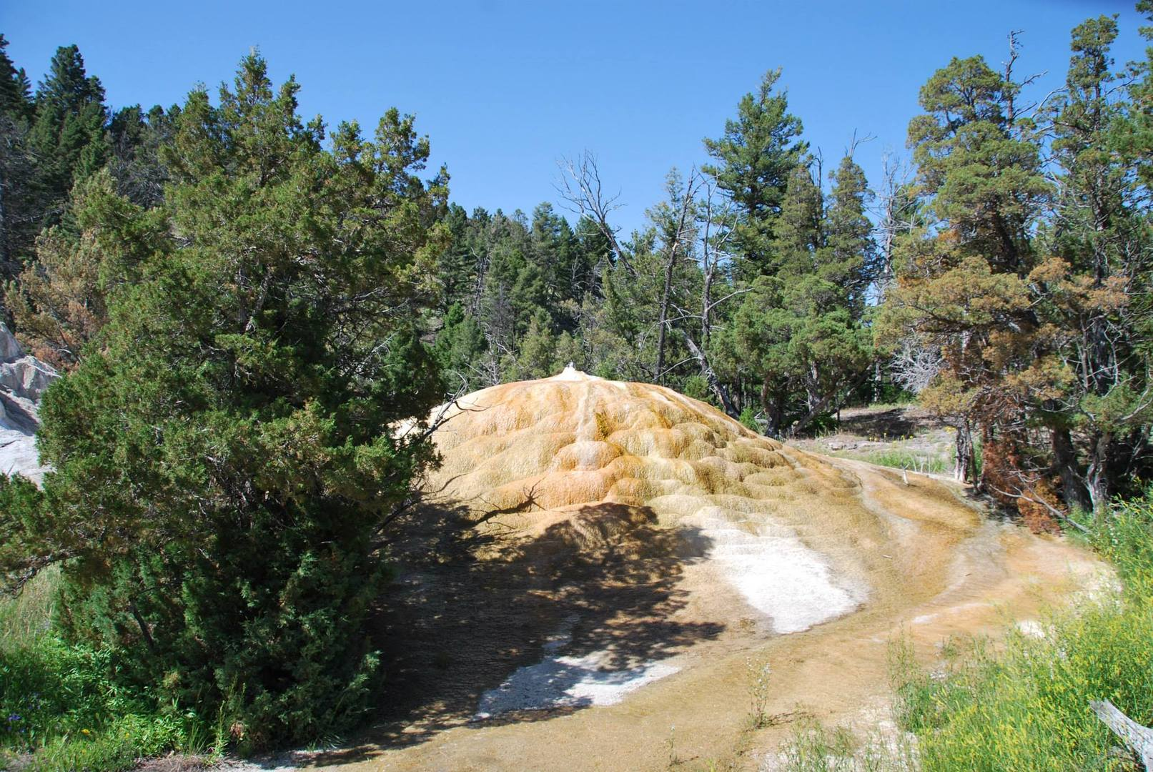בניית מגדל של מינרלים