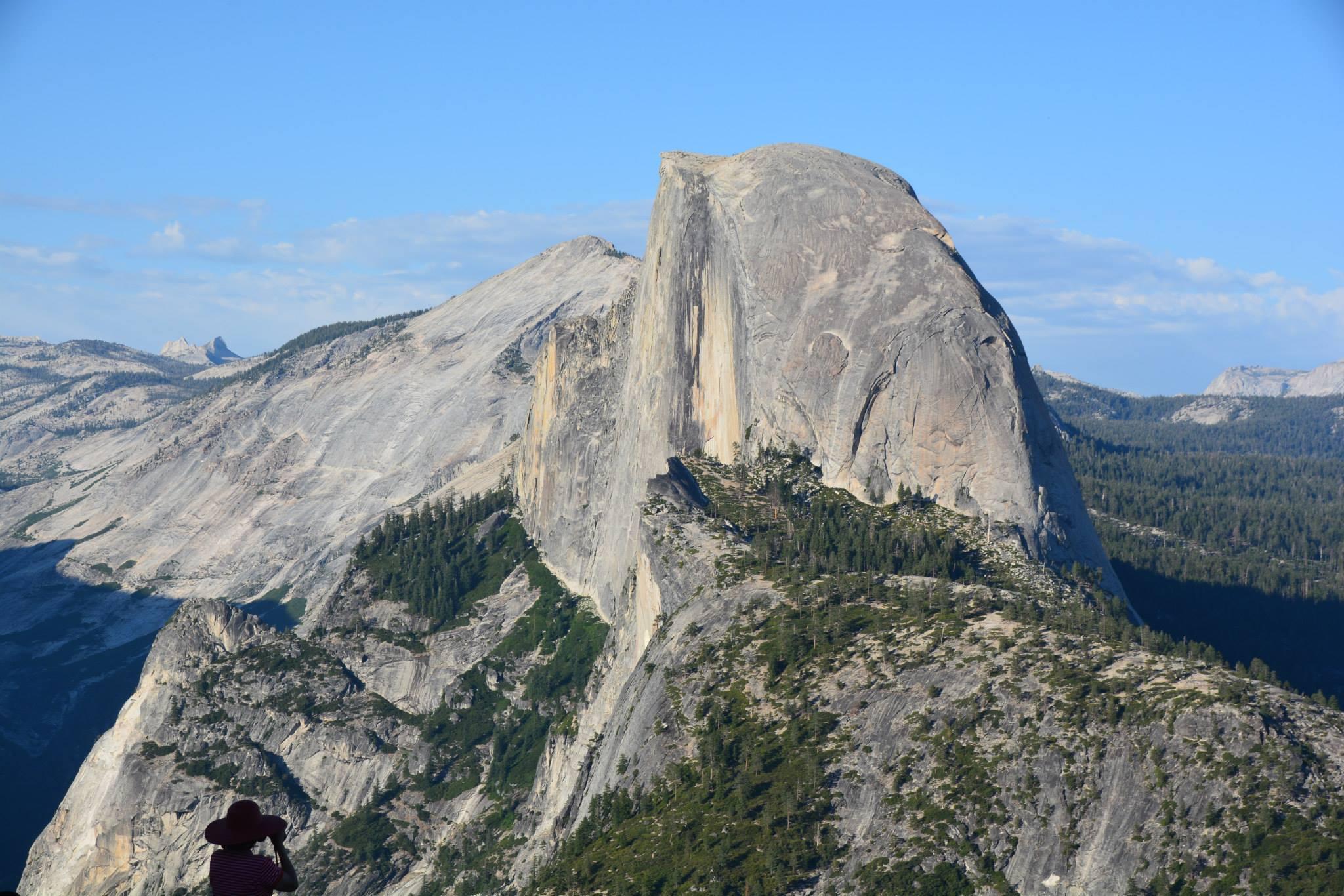 Half Dome צוק מדהים אשר כאילו נחתך באמצע שלו