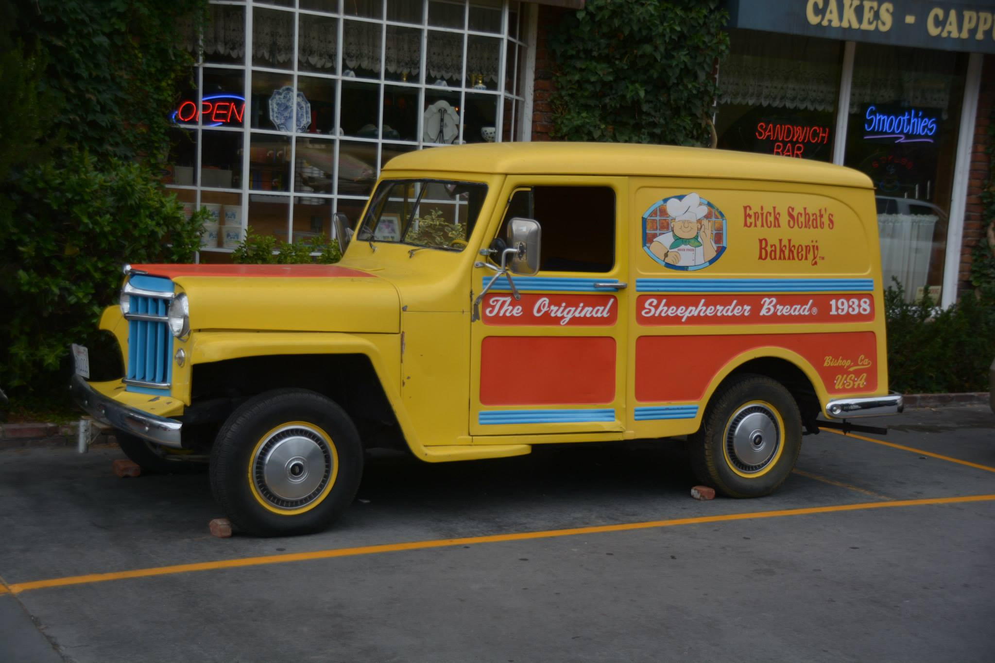 הטנדר הצהוב בחזית המאפיה