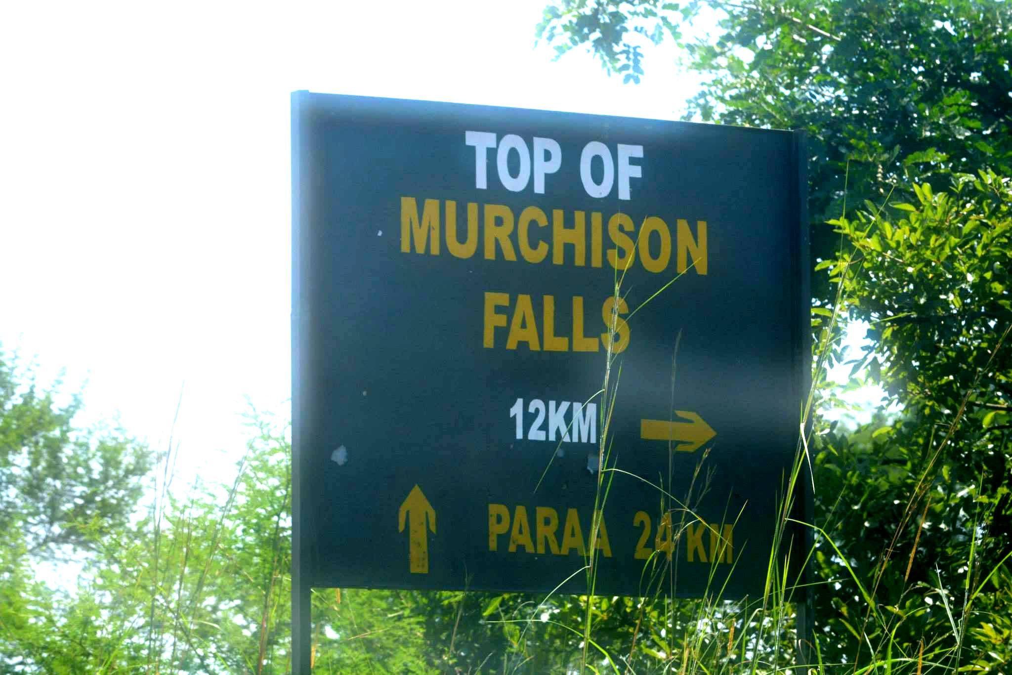 שלט ההכוונה אל הצד העליון של המפלים