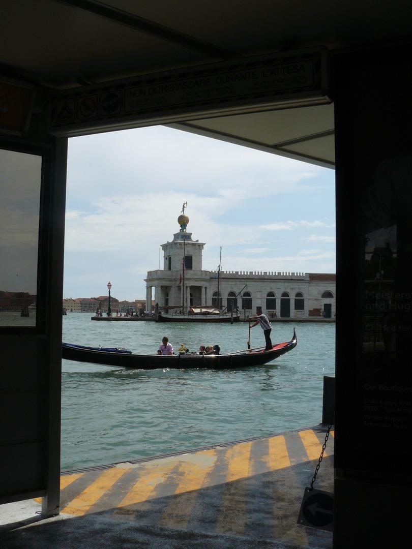 גונדולה בתעלות ונציה
