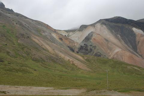 ההרים הצבעוניים של  Crater  Grábrók