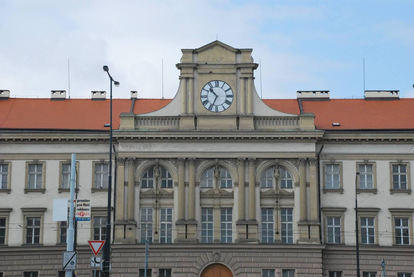 בניין עם השעון