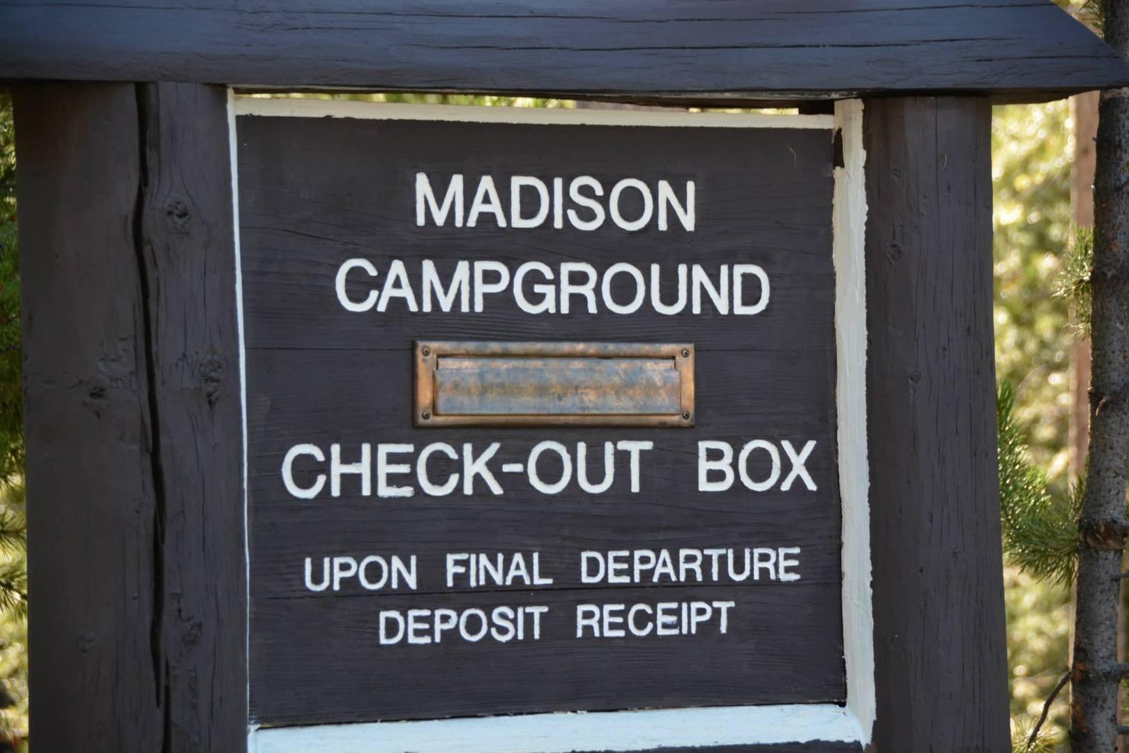 שלט הכניסה לקמפינג מדיסון