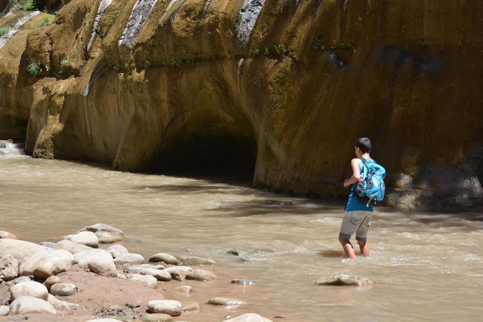 הולכים במי הנהר