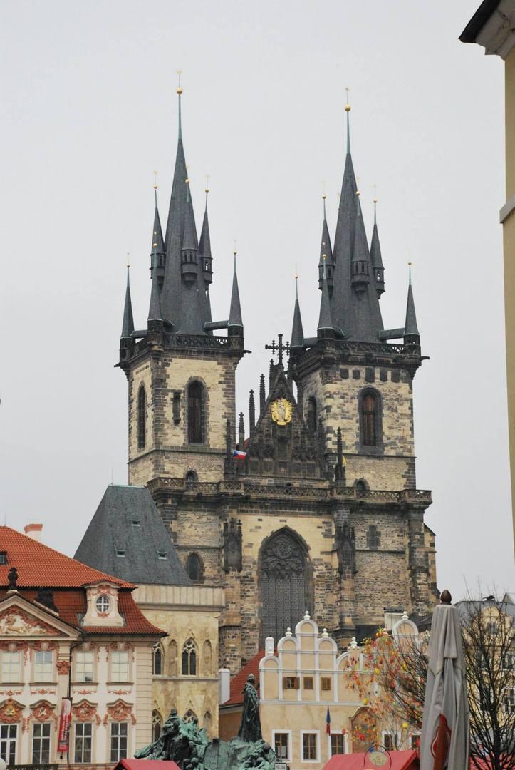 כנסיית טין  או כנסיית גברתנו  שלפני טין