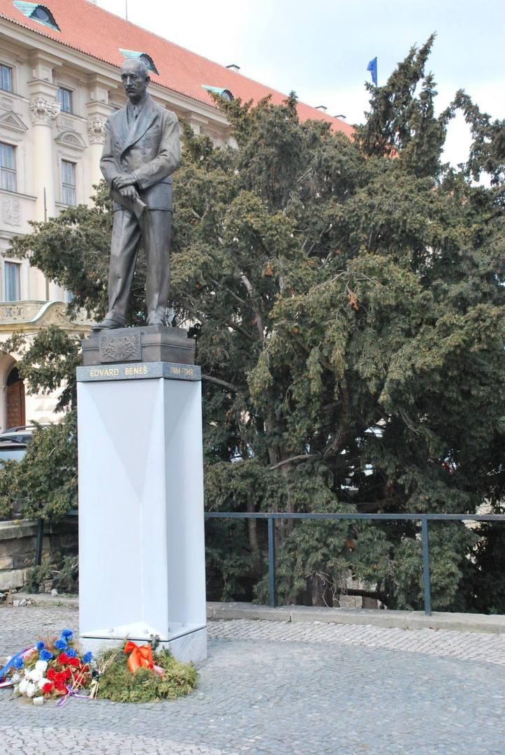 פסל זיכרון לאדווארד בנש