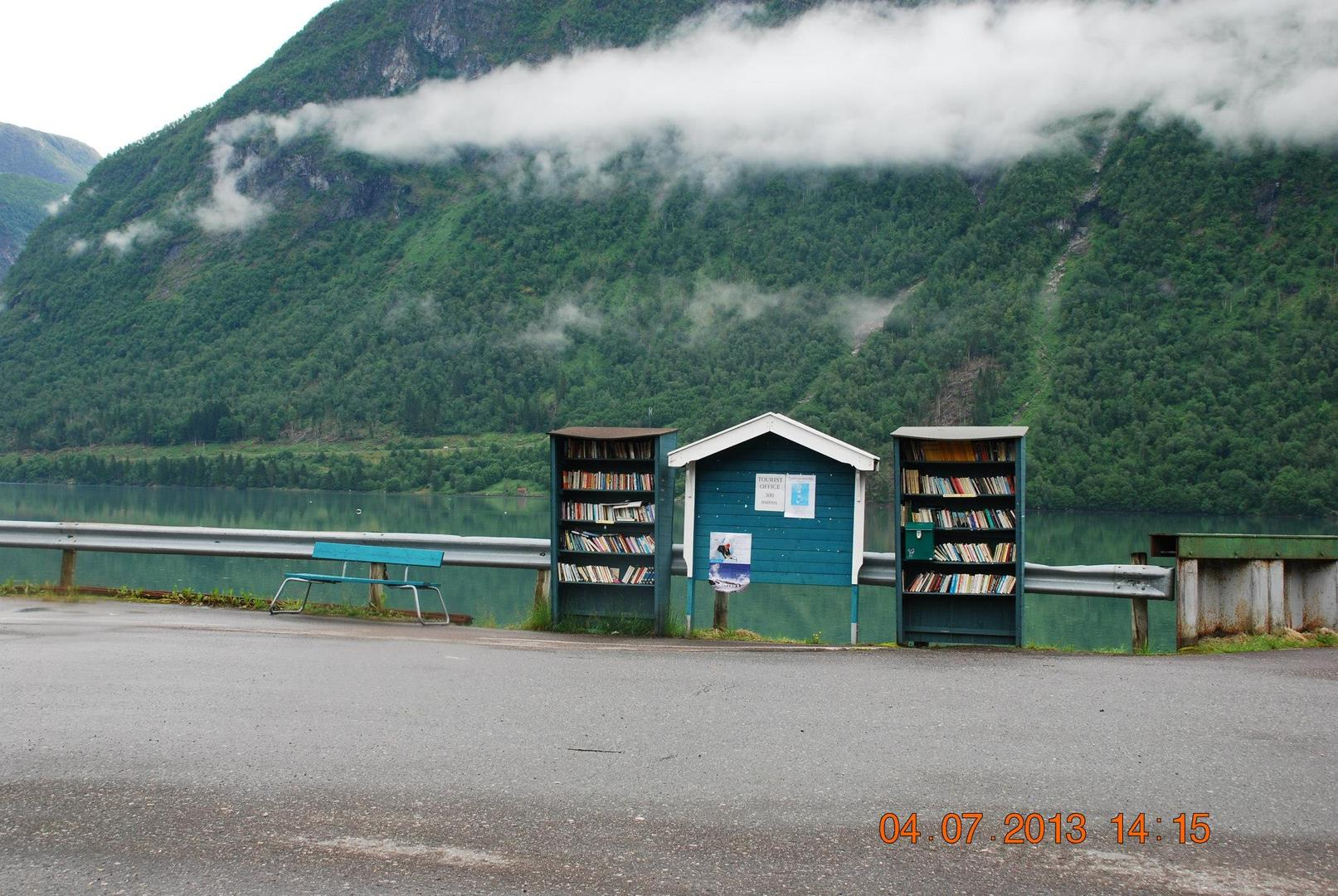 דוכני ספרים עם קופה לתשלום עצמאי