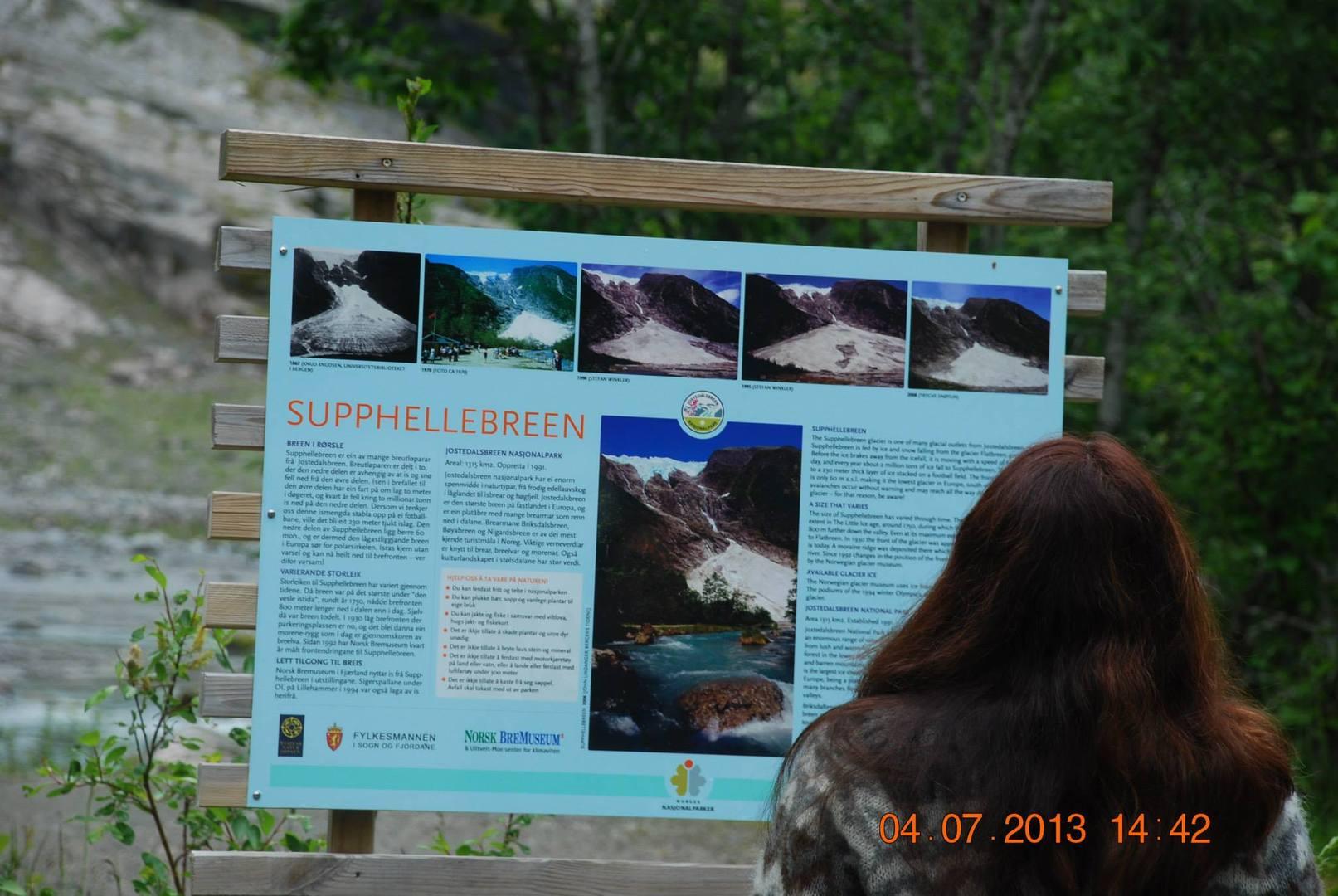 שילוט הסבר על קרחון Supphellebreen