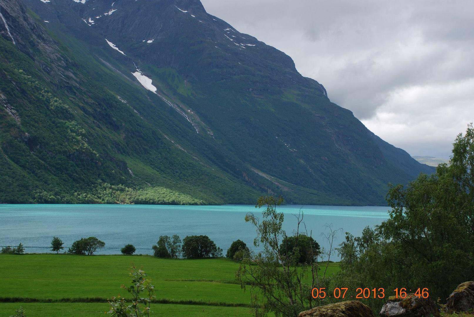 אגם Lovatn הירוק