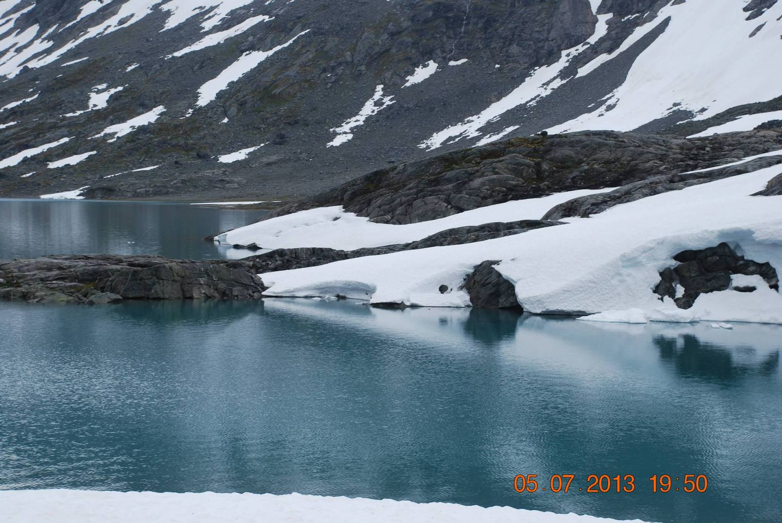 האגמים הקפואים אשר לאורך הדרך