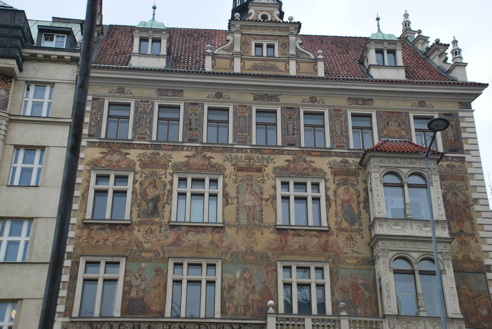 מלון אירופה המעוטר בציורים