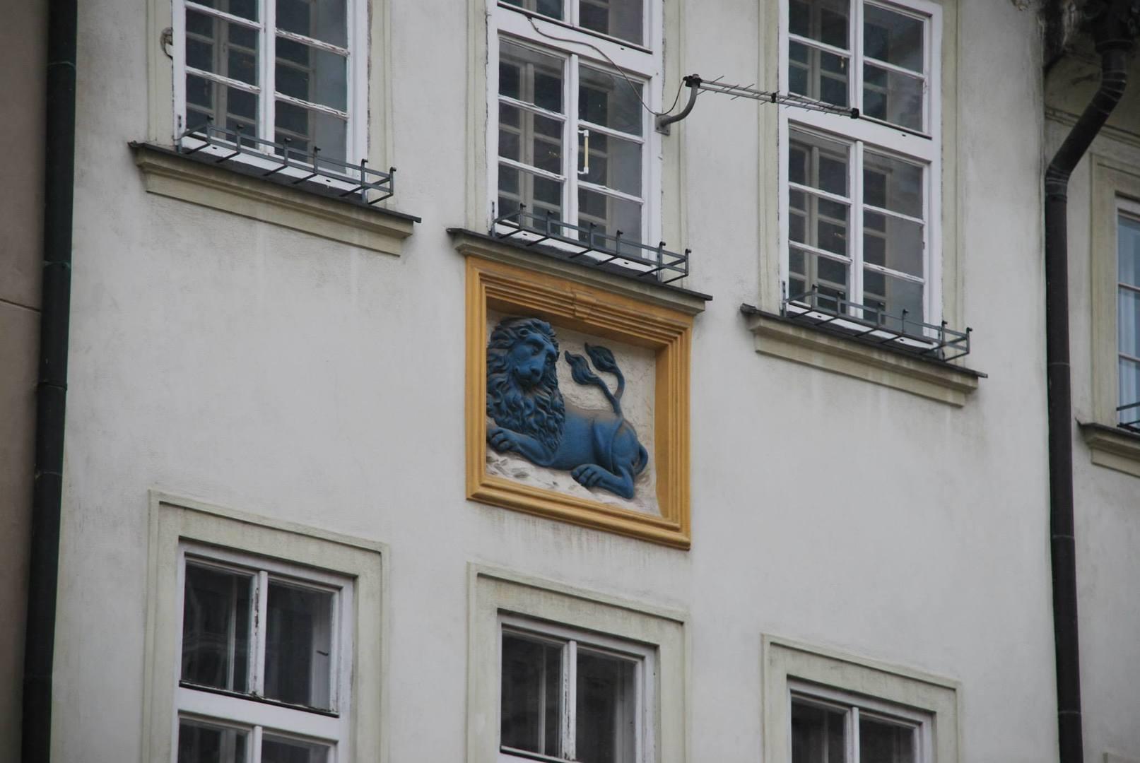 סמל האריה הכחול על הבית