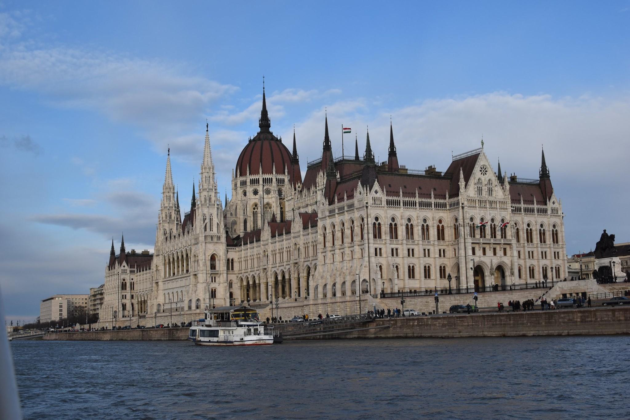 הפרלמנט-ביום