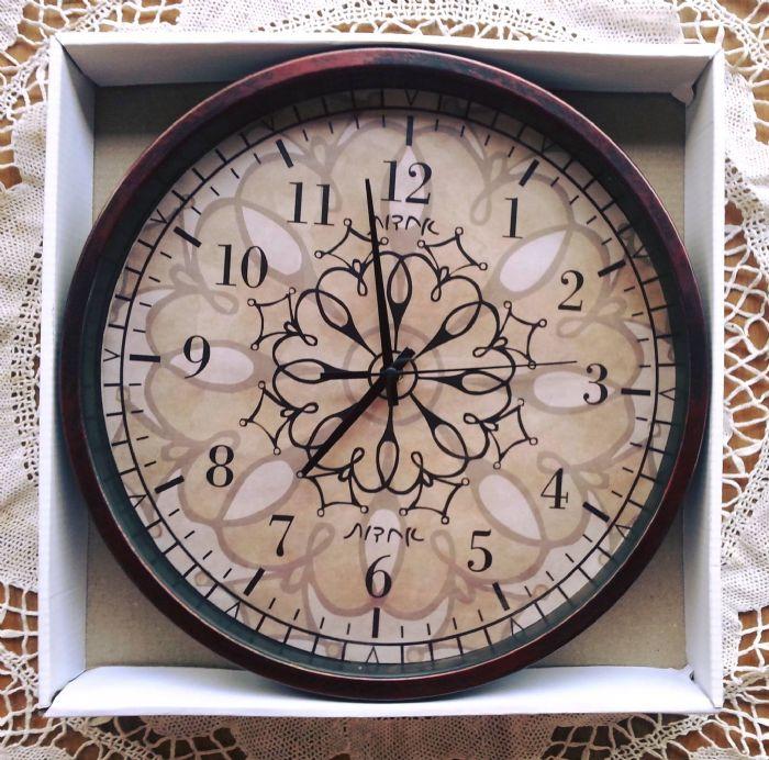 שעון קיר - אחדות