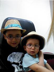 ד״ר אריאלה ליפשיץ מילר | ילדים קטנים מרכיבים משקפים