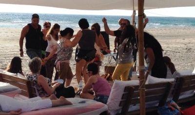 סדנת תיפוף לקבוצה קטנה בחוף טנטורה
