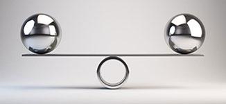 מטוטלת עם שני כדורים בצידיה כסמל למציאת פשרה בסכסוכי משפחה