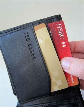 ארנק עם הלוואות בכרטיסי אשראי