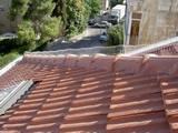 הרחקת יונים מגג רעפים בעזרת קפיץ ודוקרנים