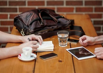 פגישה לקבלת הלוואה ישירה