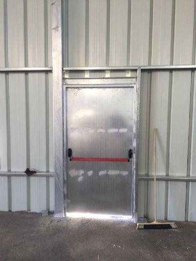 דלת מילוט למבנה תעשיה