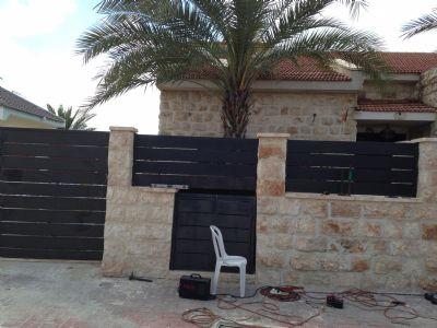 גדר בעיצוב מיוחד