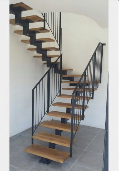 מדרגות עץ מתכת לבית