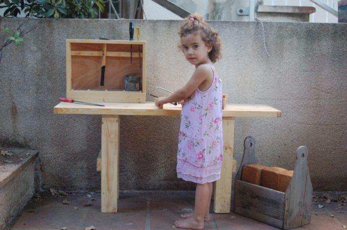 שולחן עבודה מעץ לילדים