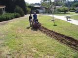 חפירת תעלות השקיה בדשאים קיימים