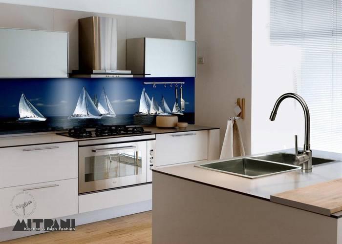 חיפוי זכוכית למטבח-דוגמא 20 סירות בים.