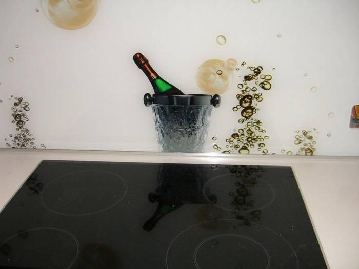 חיפוי זכוכית במטבח דוגמא 31-שמפניה-משפחת אהרון -אילת.