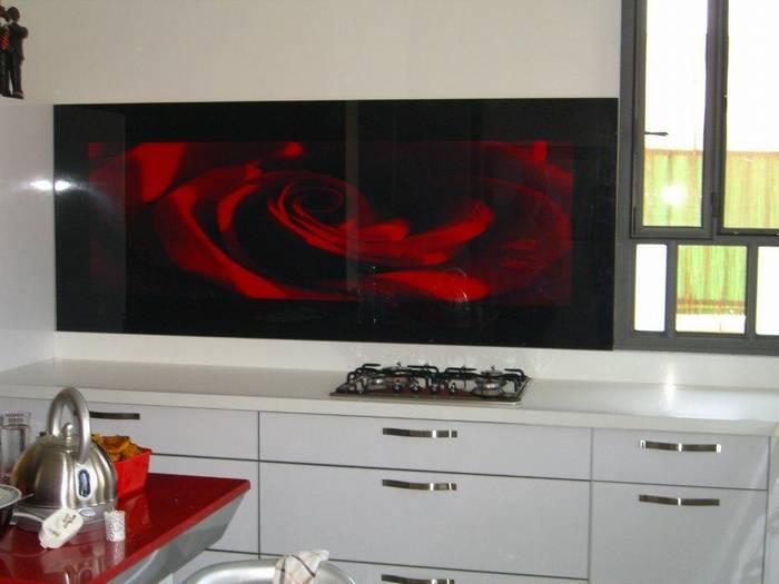 חיפוי זכוכית למטבח דוגמא-18 פרח אדום.