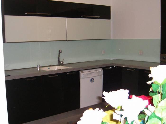 חיפיו זכוכית מודפסת למטבח-דוגמא-50 צבע חלק -מבחר של 75 צבעים חלקים.